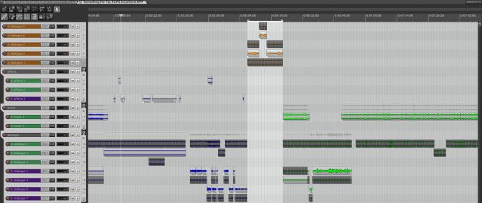 Un projet REAPER reconformé, après avoir ajouté qu'un monteur sous FCPX aie ajouté des fichiers médias au milieu. Des couleurs représentent les éventuels changement de position (Orange pour nouveaux médias, vert pour objet déplacé etc...).